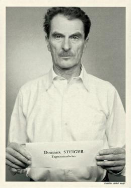 """Dominik Steiger, """"Tagtraumarbeiter"""", 2003,  Foto: Jorit Aust, Postkarte aus der Porträtedition von Christoph Steinbreners Operation Figurini. Eine soziale Skulptur, 14,9 x 10,5 cm, Nachlass Dominik Steiger"""
