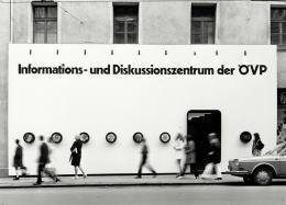 Eon Rainer, Fassade der ÖVP-Wahlkampfzentrale am Bozner Platz in Innsbruck, 1970 – © Engelmann