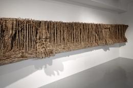 Eva Jospin: Panorama, 2019, Karton, Holz, 4 Teile, 89 x 630 x 28 cm, Courtesy Galerie Suzanne Tarasieve, Foto: Benoît Fougeirol, © VG Bild-Kunst, Bonn 2019