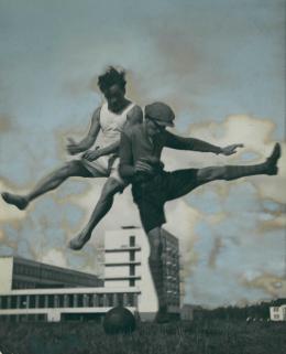 Theodore Lux Feininger, Xanti Schawinsky, Ohne Titel, um 1927 s/w-Fotografie, bemalt, 23,2 x 17,9 cm, Privatbesitz, © Nachlass Theodore Lux Feininger, The Xanti Schawinsky Estate