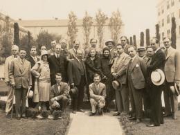 Gruppenfoto mit Marlene Dietrich, USA, 1930  © Wienbibliothek im Rathaus
