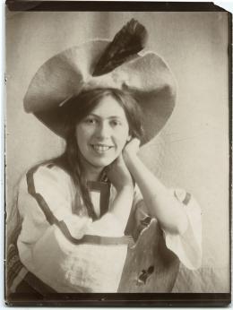 Unbekannte/r Fotograf/in, Sophie Taeuber-Arp, Zürich, 1906 © Aargauer Kunsthaus
