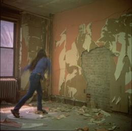 "Dara Friedman, ""Whip Whipping the Wall"", 1998–2002. Produktionsstill des Super-8-Films; Farbfotografie, 120 x 120 cm. Dara Friedman, Courtesy: die Künstlerin & Galleria Massimo Minini"