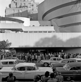 Opening day at the Solomon R. Guggenheim Museum, New York, 1959 Photo: Robert E. Mates © The Solomon R. Guggenheim Foundation, New York