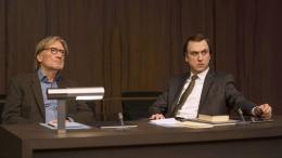 Anwalt des Todes: Lars Eidinger vertritt Matthias Habich (Bild: Videostill)
