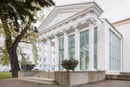 Tempel der Europa, Graz, 2021, Ausstellungsarchitektur Halle für Kunst Steiermark, Graz, Foto: © kunst-dokumentation.com