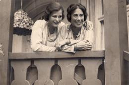 Hedwig und ihre Mutter Gertrude Kiesler, um 1933 © Anthony Loder Archive