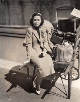 Hedy Lamarr bei ihrer Ankunft in New York, 4. Oktober 1937 © Anthony Loder Archive