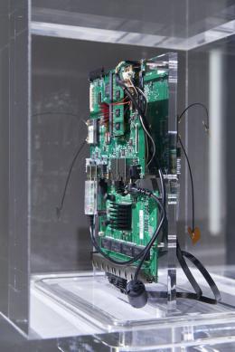 Installationsansicht, Information (Today), Kunsthalle Basel, 2021, Blick auf Trevor Paglen, Autonomy Cube, 2015. Foto: Philipp Hänger / Kunsthalle Basel