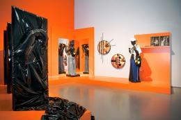 Jakob Lena Knebl, Fashion Drive, Ausstellungsansicht Kunsthaus Zürich, 2017, Foto: Franca Candrian; © Bildrecht Wien, 2020