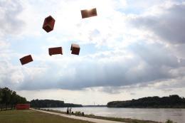 Josef Trattner flying sofas, Hainburg 2016 Pigmentdruck auf Bütte 160 x 120 cm © Josef Trattner