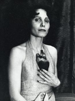 Karin Mack, aus der Serie, Wir, 1975 S/W-Fotografie; 24 x 18 cm; Edition: 1/2 SV_627_1-3_2015 © Karin Mack / Bildrecht, Wien 2021 / Sammlung Verbund, Wien