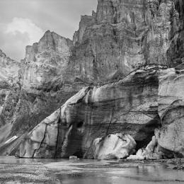 Fridolin Walcher, Bifertengletscher am Tîdi, Kohlepigment auf Innova Cotton natural white, 100 x 100 cm, Edition 7 + 2, Courtesy of the artist