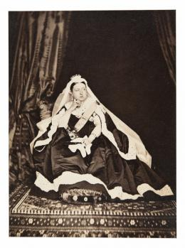 """William Bambridge, """"Queen Victoria"""", 1866-1867, Albuminabzug, 14.5 x 10.6 cm © as a collection by Jacques Herzog und Pierre de Meuron Kabinett, Basel. All rights reserved."""