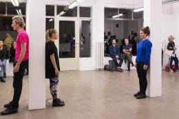 Martina-Sofie Wildberger, SPEAK UP!, 2017, Performance, 3 Stunden, zusammen mit Tobias Bienz, Denise Hasler, Julia Sewing, Swiss Art Awards, Basel, © 2017 Association 18, Genève; Foto: Dominik Zietlow
