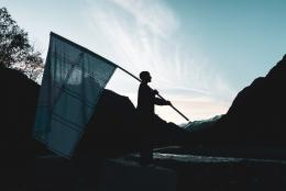 Christine Lederer, Aufreizung zur Rebellion, Digitaldruck auf PVC-Plane, 4,5 x 3 m, Foto: Mark Mosman © Bildrecht, Wien 2021