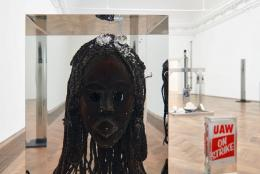 "Matthew Angelo Harrison, Installationsansicht, ""Proto"", Kunsthalle Basel, 2021. Blick auf, Bated Breath , 2021. Foto: Philipp Hänger / Kunsthalle Basel"