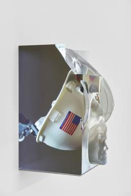 "Matthew Angelo Harrison, Installationsansicht, ""Proto"", Kunsthalle Basel, 2021, Blick auf, Headdress, 2021. Foto: Philipp Hänger / Kunsthalle Basel"