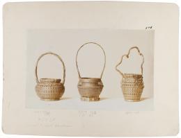 """Wilhelm Weimar (1857–1917) """"Drei Blumenkörbe aus Japan"""", um 1901 Auf Karton montierter Silbergelatineabzug, 23,6 x 32,0cm Museum für Kunst und Gewerbe Hamburg"""