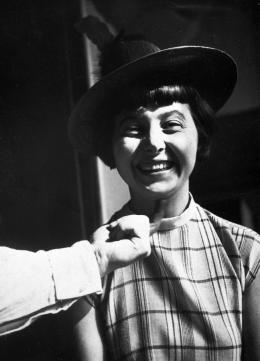 Unbekannt: Portrait Margaret Leischner, 1927-1928. Acetatfilm, Repronegativ, 6 x 9 cm; © unbekannt. Foto: Bauhaus-Archiv Berlin