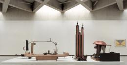 """Ausstellungsansichten """"Alte Freunde: Bruno Gironcoli"""" © Museum Liaunig"""