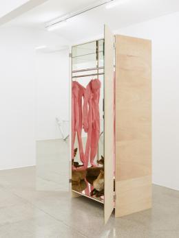 Alexandra Bircken, Multiple, 2017, Ausstellungsansicht Secession 2019, Courtesy of the artist, BQ, Berlin & Herald St., London, Foto: Sophie Thun