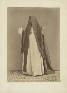 «Arabische Frau beim Festakt». Pascal Sebah. Albuminabzug. Ägypten, Kairo, um 1875. Museum Rietberg, Zürich   FRP 1-22