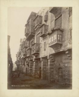 «Strasse in Kairo, Tulun-Quartier». Wahrscheinlich Pascal Sebah .Albuminabzug. Ägypten, Kairo, um 1875. Museum Rietberg, Zürich   FRP 1-38