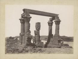 «Tempel von Kertassi, Nubien». Émile Béchard. Albuminabzug. Ägypten, um 1875. Museum Rietberg, Zürich   FRP 1-48