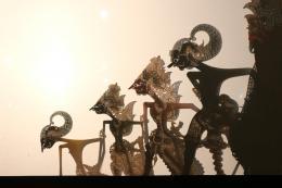 Schattenfiguren, Arjuna, Kresna, Baladewa und Bima (von links), Aufführung in Yogyakarta, Dezember 2019, © Martha Setyowati