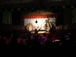 Kinderwettbewerb angehender Schattentheatermeister, Szene aus Abenteuer des Helden Bima (Schatten rechts im Bild), Yogyakarta, Zentraljava, April 2019, © Martha Setyowati