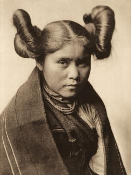 «Chaiwa – Tewa» Edward S. Curtis, Fotogravur, 1921 (c) McCormick Library of Special Collections, Northwestern University Libraries