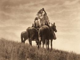 «Cheyenne Warriors» Edward S. Curtis, Fotogravur, 1905 (c) McCormick Library of Special Collections, Northwestern University Libraries