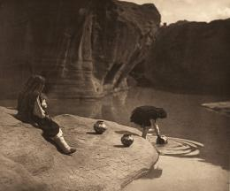 «At the old well of Acoma» Edward S. Curtis, Fotogravur, 1904 (c) McCormick Library of Special Collections, Northwestern University Libraries