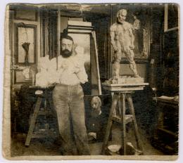 Hans Marsilius Purrmann, Matisse posiert in seinem Atelier, 1900–1903 Archives Henri Matisse, Issy-les- Moulineaux, © 2019 ProLitteris, Zurich