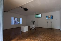 Bertold Stallmach (geb. 1984) und Nina Fischer & Maroan el Sani, Dreisatz der Identität, 2015, Animationsfilm, 20 min (links) und Bertold Stallmach (* 1984), Systeme der Anerkennung – Design your life, 2018, Animationsfilm, 1min 40sek
