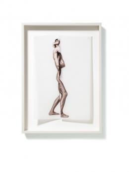 © Robert Staudinger, Zur Figur 01, 2020, Fotografie, Pigmentprint auf Transparentpapier, genäht, gerahmt, 70 x 50 x 7,5 cm
