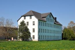 Klassischer Hochbau aus der ersten Hälfte des 19. Jahrhunderts –  die Fussenegger-Fabrik in Satteins (c)Friedrich Böhringer-CC BY-SA 3.0 AT