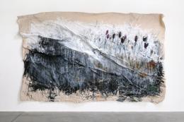 Jakob Kirchmayr, Schwarze Tulpen, 2019, 270 x 430 cm, Farbstift, Gesso, Pigment, Tusche, Acryl auf Baumwollgewebe | Foto: Jakob Kirchmayr © Bildrecht, Wien 2019