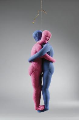 Louise Bourgeois, Couple, 2004  Stoff/Fabric, 44 x 16 x 16 cm   Sammlung Goetz © und Foto: The Easton Foundation/ VG Bild-Kunst, Bonn 2020