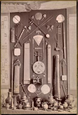 Aufstellung der Sammlung ca. 1883 im Wohnsitz der Schwester von Heinrich von Siebold bei Ulm in Süddeutschland © Siebold-Archiv Burg Brandenstein
