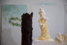 Sonja Alhäuser, Amourettenberg, 2019. Margarine; VG Bild-Kunst, Bonn 2019