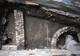 Gebäudereste in der Zürcher Storchengasse (© Archäologie Zürich)