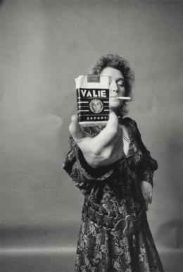 Valie Export, um 1970, Foto: Gertraud Wolfschwenger © Valie Export