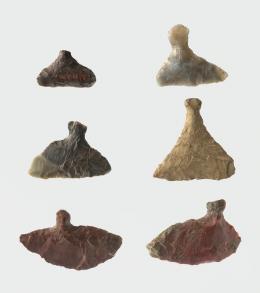 縄文時代の石器 Jōmon-zeitliche Steingeräte Späte Jōmon-Zeit (14000–950 v. u. Z.) © KHM-Museumsverband