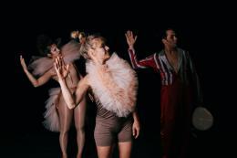 Walktanztheater - Hannah Arendt. Ohne Geländer, Szenenausschnitt (© sarah Mistura)