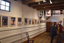 Nikolaus Walter: Straßenkünstler (Blick in die Ausstellung, © Kapi)